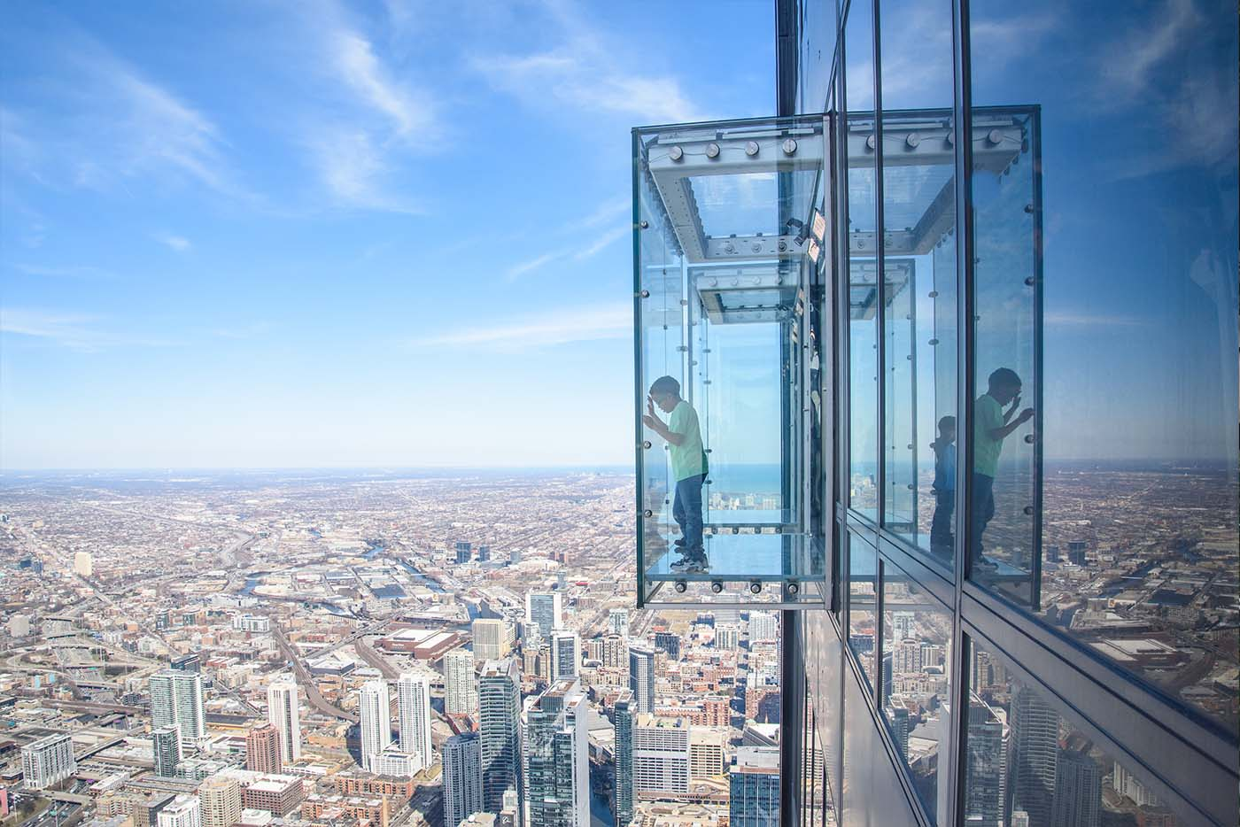 A child standing on the Chicago Skydeck